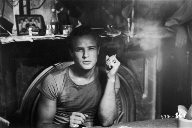"""Marlon Brando w filmie """"Tramwaj zwany pożądaniem"""" /materiały prasowe"""