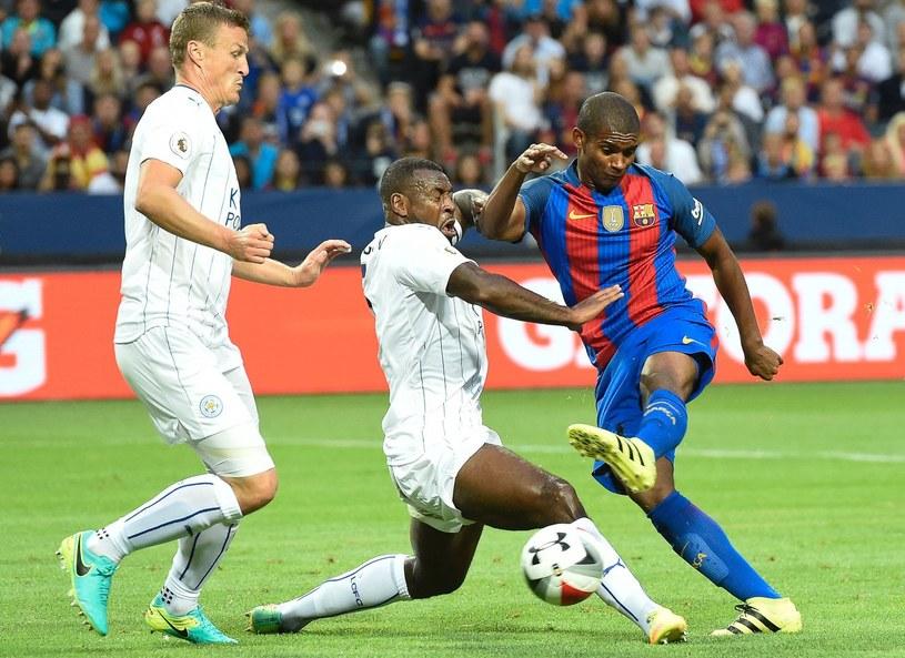 Marlon Santos (z prawej) w towarzyskim meczu z Leicester City /AFP