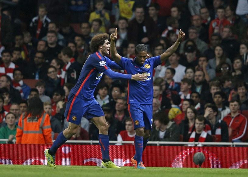 Marouane Fellaini i Antonio Valencia cieszą się z gola /AFP