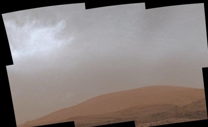Marsjańskie chmury uchwycone przez łazik Curiosity /NASA
