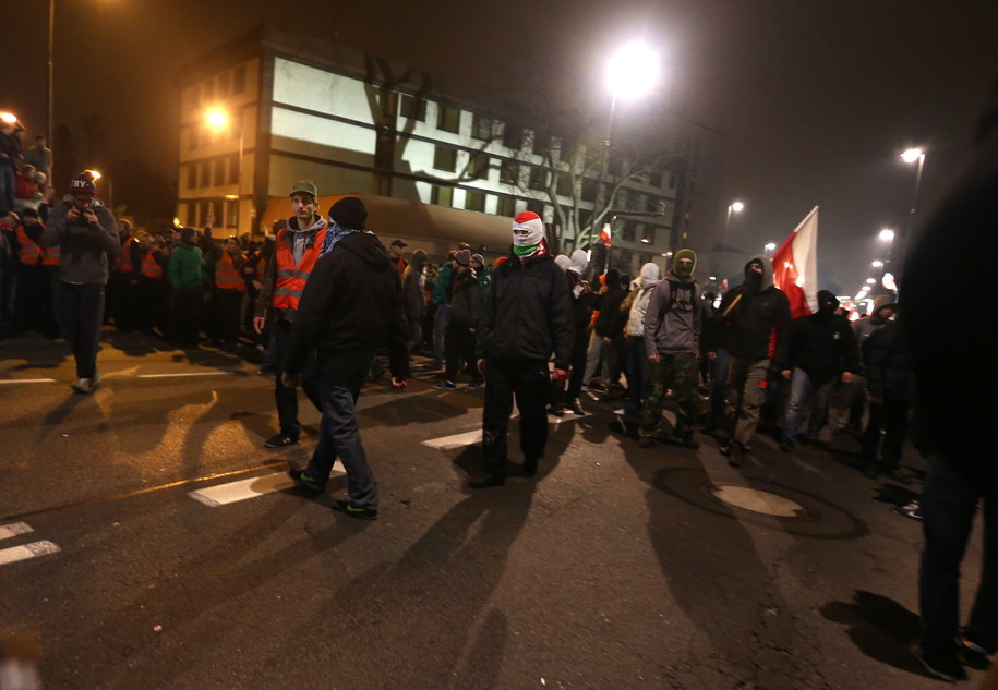 Marsz Niepodległości przed rosyjską ambasadą /Tomasz Gzell /PAP