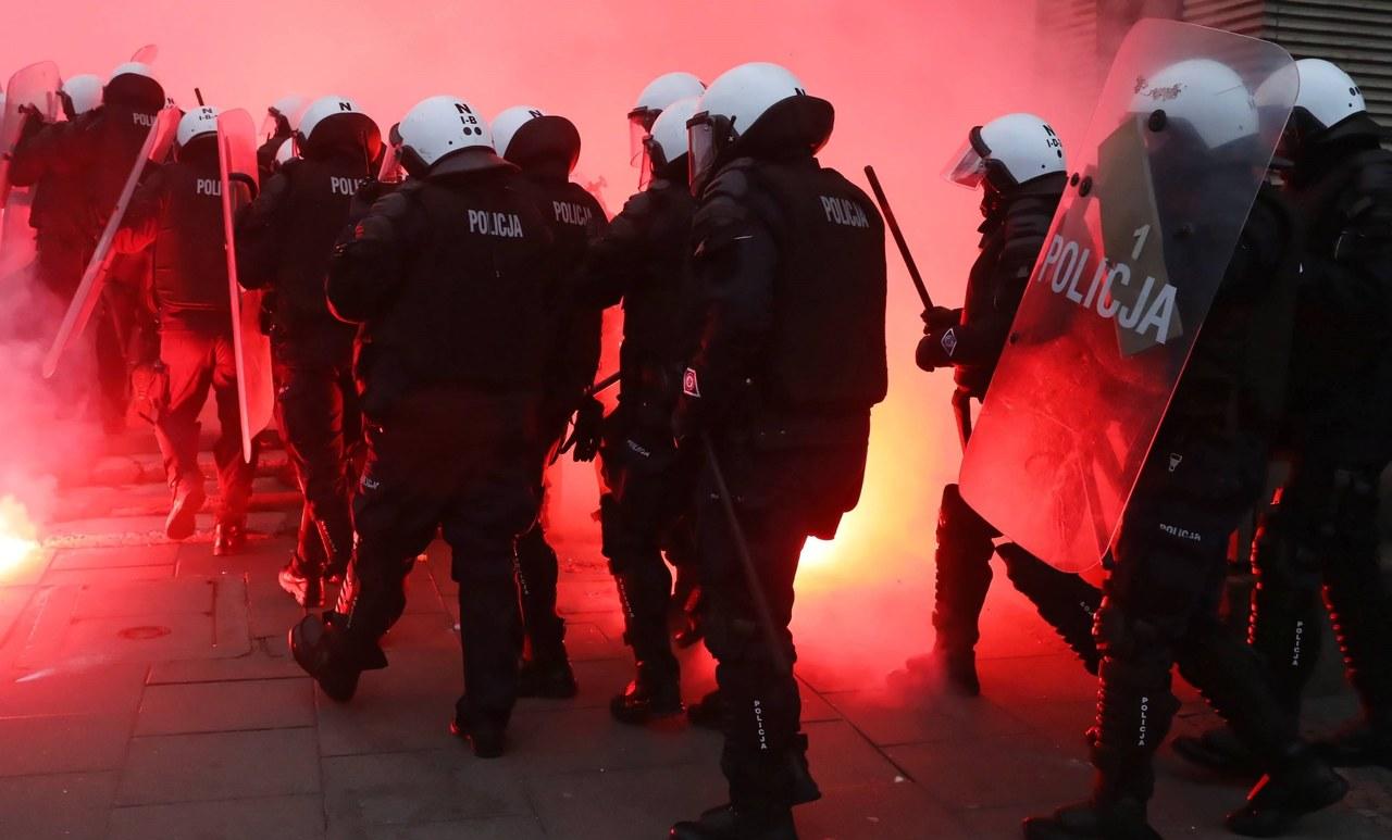"""Marsz Niepodległości. Przedłuża się postępowanie ws. policyjnej """"ścieżki zdrowia"""""""