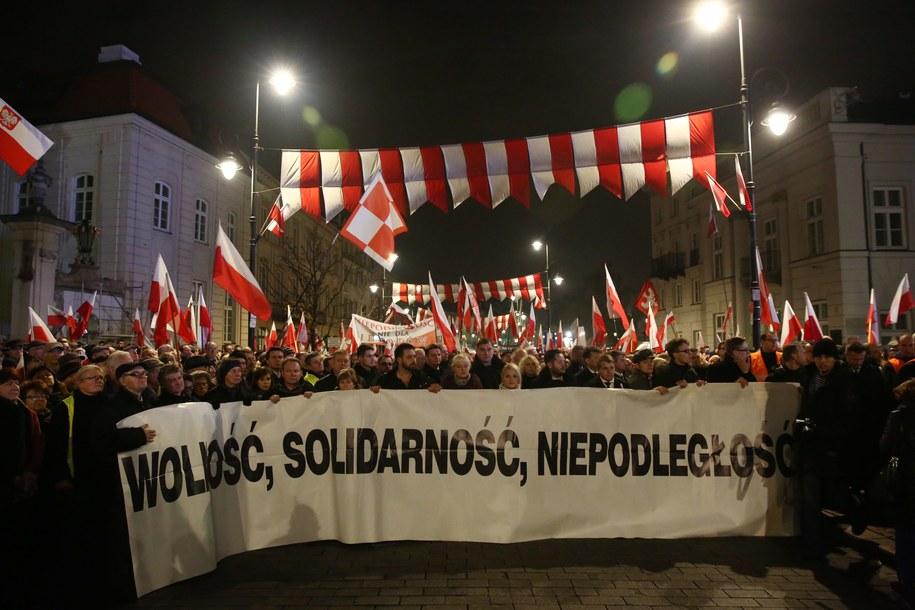 Marsz PiS upamiętniający ofiary katastrofy smoleńskiej i rocznicę odzyskania niepodległości (zdj. ilustracyjne) /Tomasz Gzell /PAP