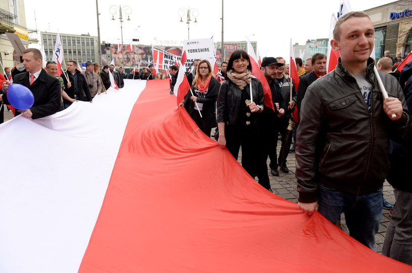 """""""Marsz Po Nową Konstytucję"""" zorganizowany przez ruch Kukiz`15 przeszedł ulicami Kielc /Piotr Polak /PAP"""