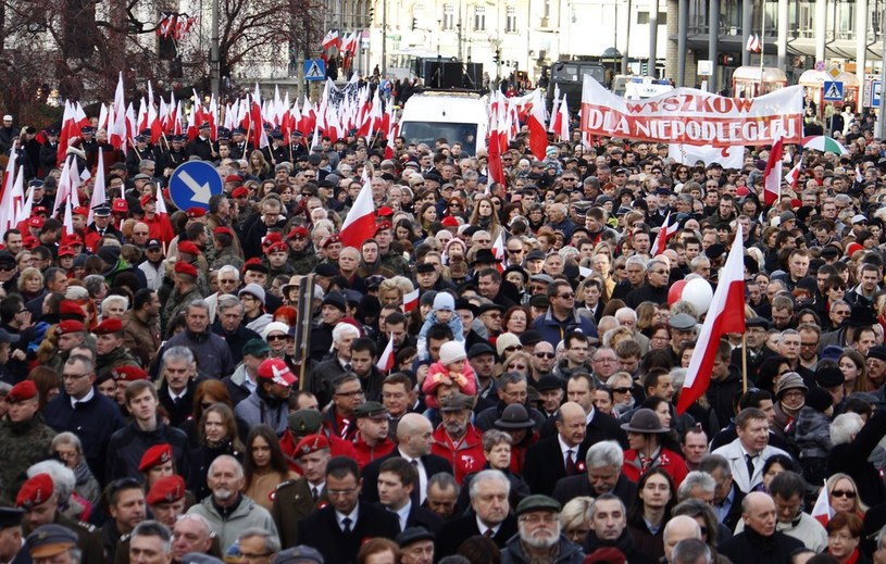 """Marsz """"Razem dla Niepodległej"""" (zdj. z 2013 roku) /Krystian Dobuszyński /Reporter"""