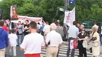 Marsz rosyjskich kibiców ze Smoleńskiem w tle