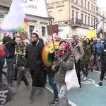 Marsz równości w Gnieźnie. Poleciały butelki i jajka