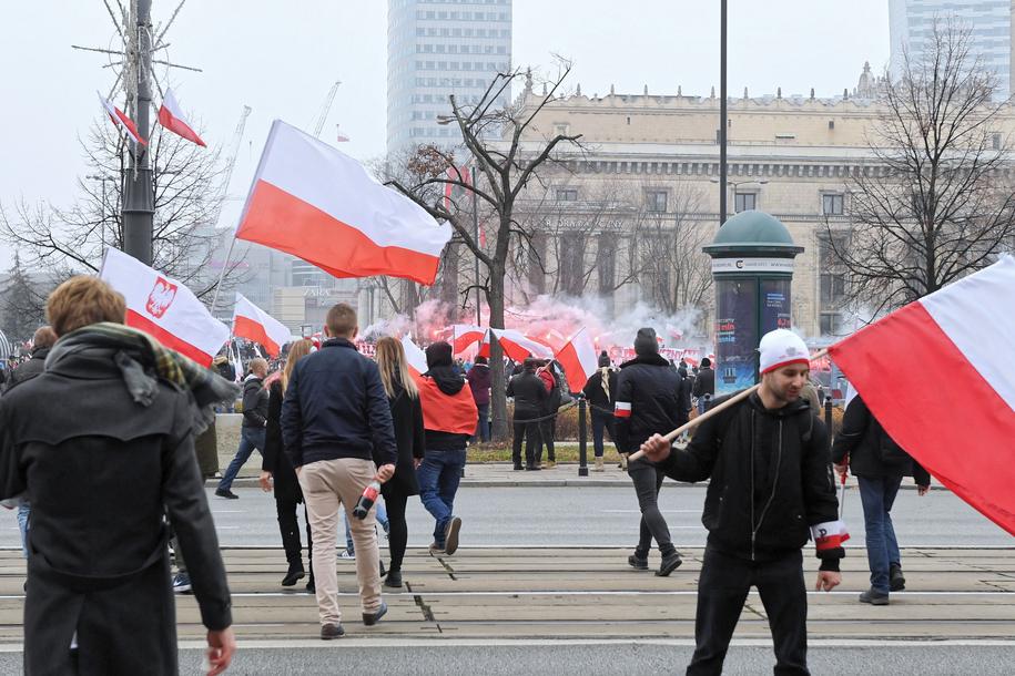 Marsz ulicami Warszawy ma ruszyć około 15 /Radek Pietruszka /PAP