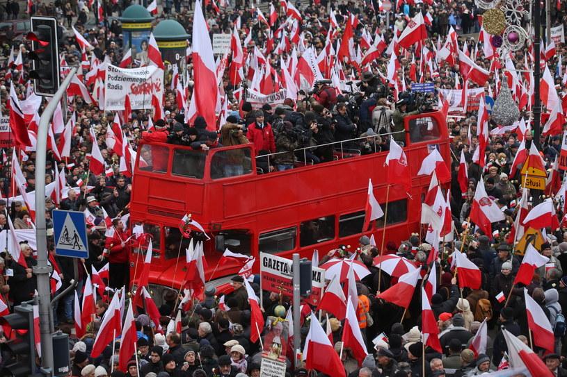 Marsz w Obronie Demokracji i Wolności Mediów współorganizowany przez PiS w 33. rocznicę wprowadzenia w Polsce stanu wojennego /Rafał Guz /PAP