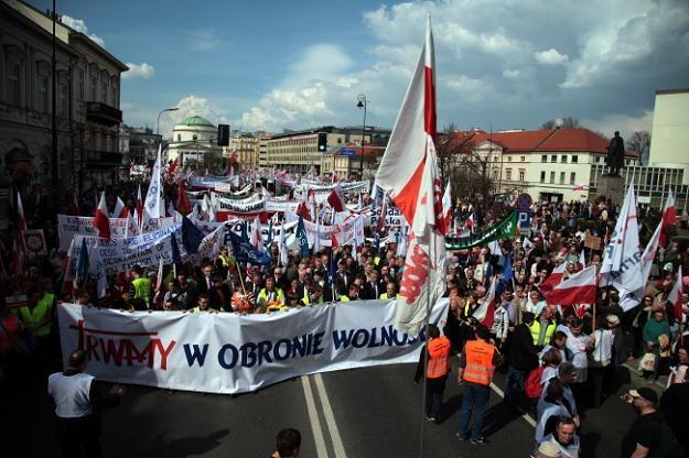 Marsz w obronie wolności i TV Trwam, 21 kwietnia 2012 r. /PAP