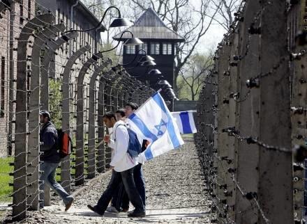 Marsz Żywych to już coroczna tradycja /AFP