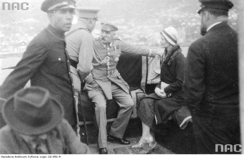 Marszałek Piłsudski w towarzystwie kochanki /Ze zbiorów Narodowego Archiwum Cyfrowego