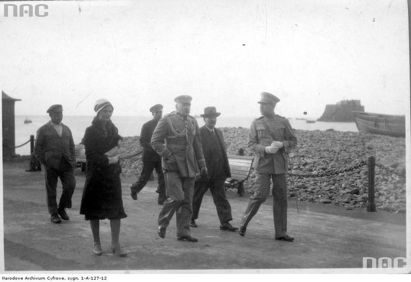 Marszałek Piłsudski z kochanką /Ze zbiorów Narodowego Archiwum Cyfrowego