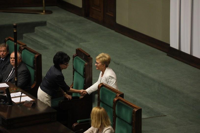 Marszałek Sejmu Elżbieta Witek (L) i posłanka Elżbieta Radziszewska (P) podczas posiedzenia Sejmu 11.09.2019 r. / Jakub Kamiński    /East News
