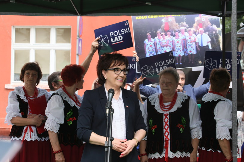 Marszałek Sejmu Elżbieta Witek podczas pikniku rodzinnego w Otyniu /Lech Muszyński /PAP