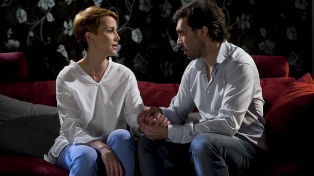 Marta i Robert wylądują w łóżku! Czy to oznacza, że rozwodu nie będzie? /Agencja W. Impact