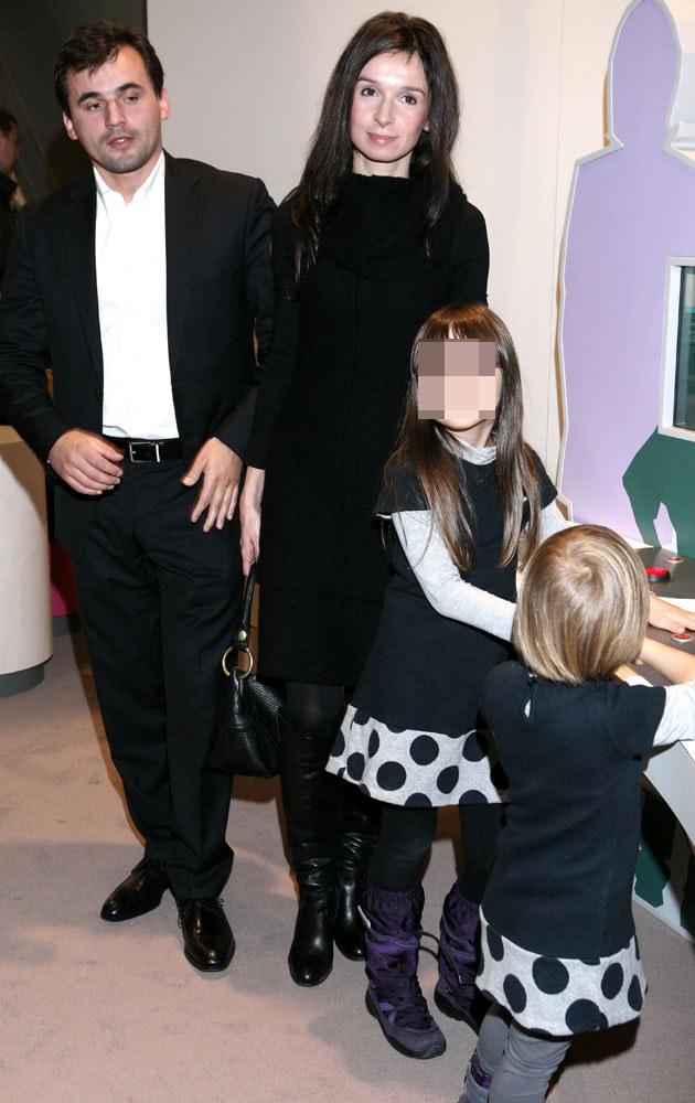 Marta Kaczyńska i Marcin Dubieniecki z córkami Ewą i Martynką /Paweł Wrzecion /MWMedia