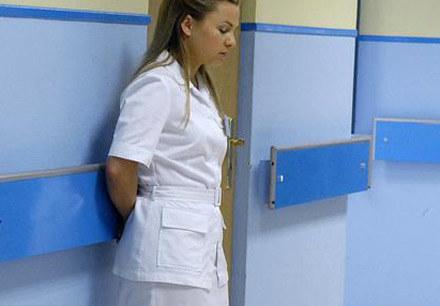 Marta Kozioł (Katarzyna Bujakiewicz) jest w szoku /AKPA