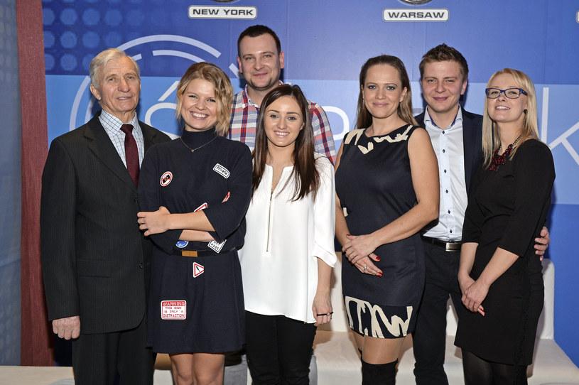 """Marta Manowska z uczestnikami """"Rolnik szuka żony"""" /Gałązka /AKPA"""