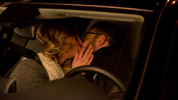 Marta pocałuje Bartka w finale 9. odcinka! /x-news/ Piotr Litwic /TVN