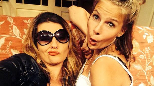 """Marta Wierzbicka (Jennifer) i Aleksandra Grzelak (Shirley) podczas próby do spektaklu """"Kiedy kota nie ma"""" /Instagram /materiały prasowe"""