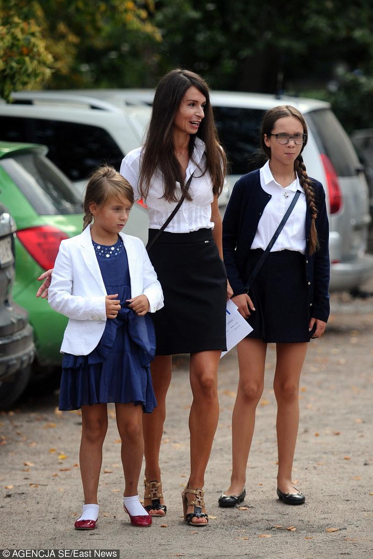 Marta z córkami na rozpoczęciu roku! /- /East News
