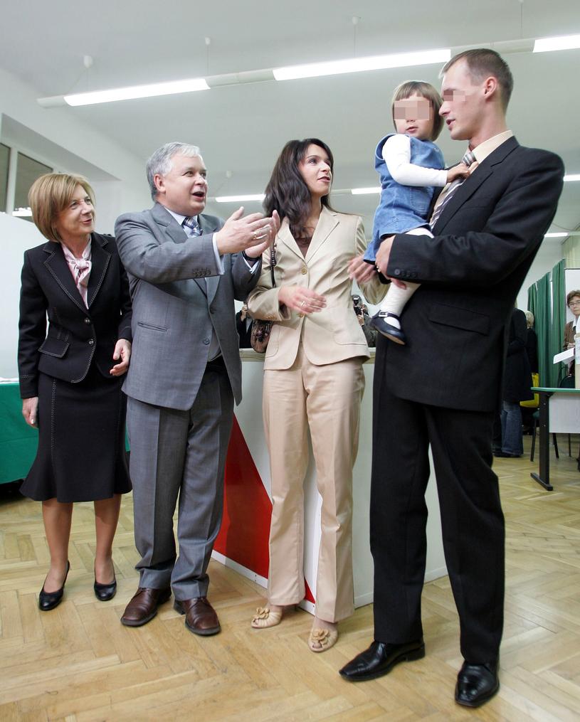 Marta z nieżyjącymi rodzicami, córką i pierwszym mężem (2005 r.) /Witold Rozbicki /Reporter
