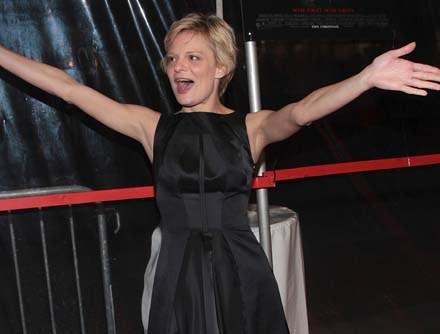 Martha Plimpton jest wyraźnie zadowolona z roli w nowym serialu - fot. Stephen Lovekin /Getty Images/Flash Press Media