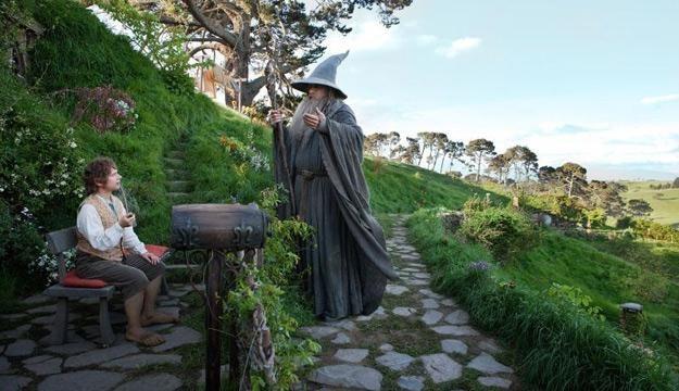 """Martin Freeman i Ian McKellen w filmie """"Hobbit: Niezwykła podróż"""" /materiały prasowe"""