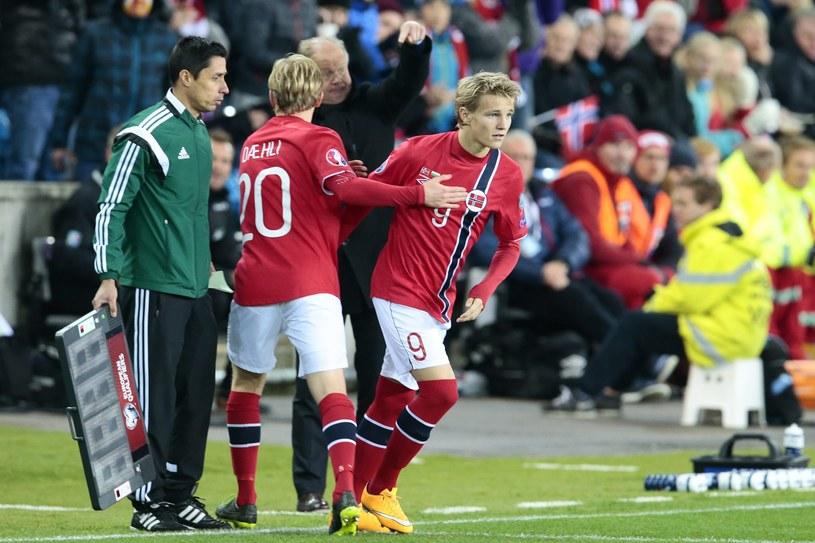 Martin Oedegaard wchodzi na boisko w meczu z Bułgarią /PAP