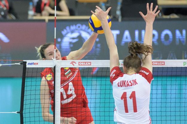 Martyna Łukasik i Emiliya Dimitrova z Bułgarii podczas pierwszego meczu towarzyskiego /Grzegorz Michałowski /PAP/EPA