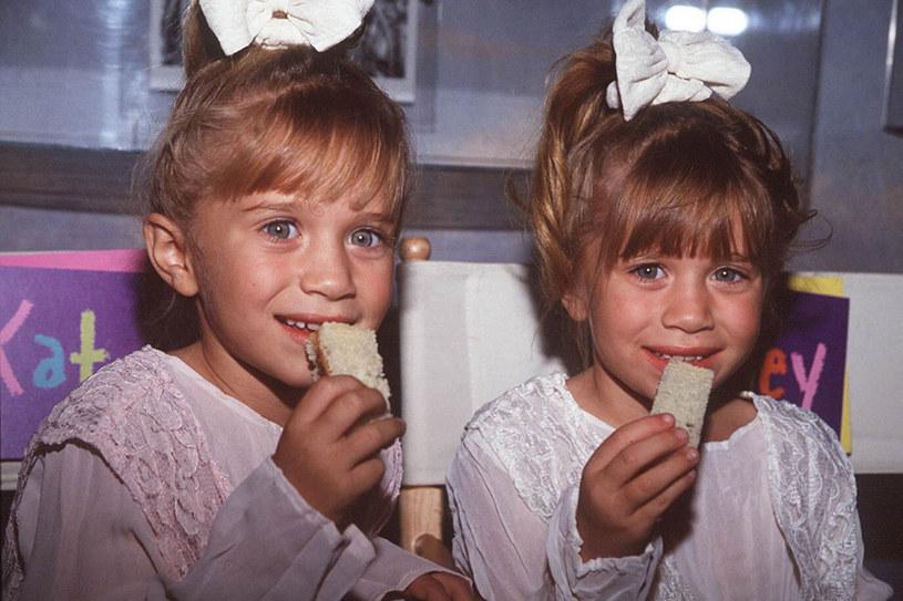 """Mary-Kate i Ashley Olsen znane są z wielu filmów, m.in. """"Czy to ty, czy to ja?"""" i """"Nowy Jork, nowa miłość"""". Już w wieku 9 lat założyły firmę, która produkuje filmy i gadżety /East News"""
