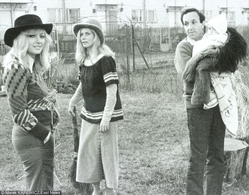 Maryla Rodowicz, Agnieszka Osiecka, Daniel Passent i Agata Passent, Saska Kepa, Warszawa 1973 r. /East News