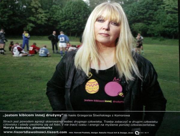 """Maryla Rodowicz w koszulce z napisem: """"Jestem kibicem innej drużyny"""", fot. Wojtek Pacewicz /Agencja SE/East News"""