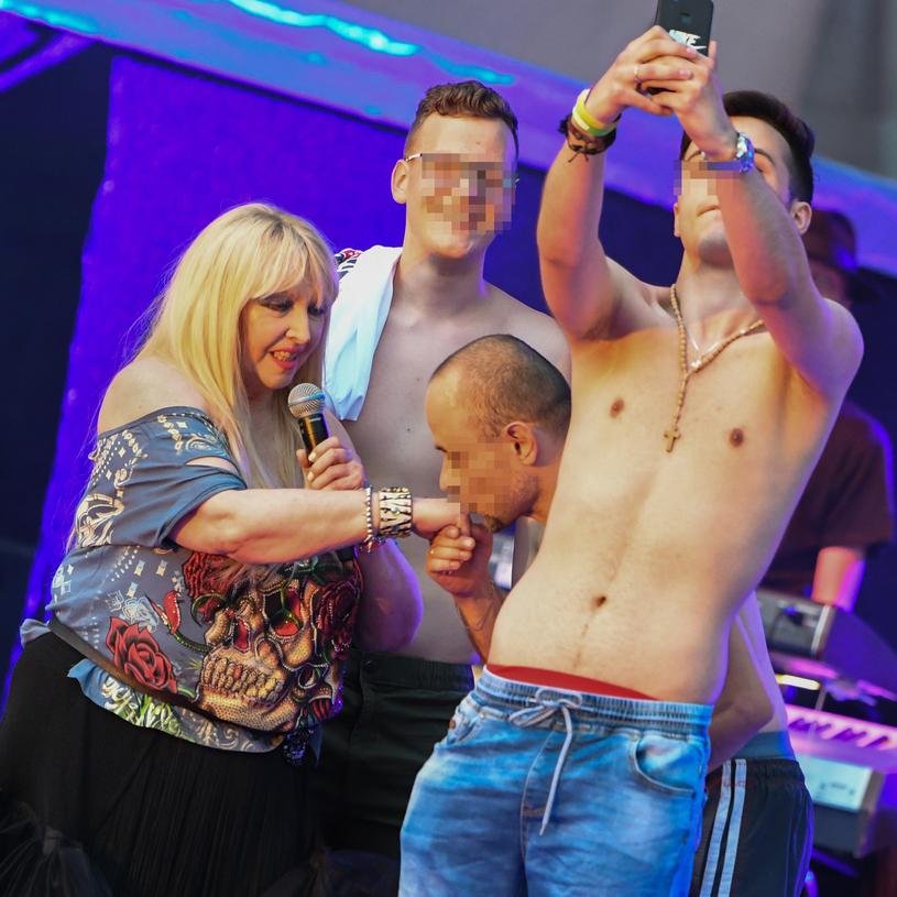 Maryli sił witalnych dodaje scena. Tam wciąż cieszy się uwielbieniem młodych fanów! /Tadeusz Koniarz /Reporter