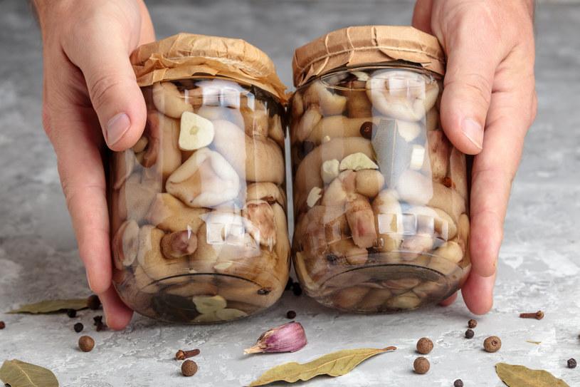 Marynowane maślaki-sitarze to nie lada gratka dla wszystkich miłośników grzybów /123RF/PICSEL