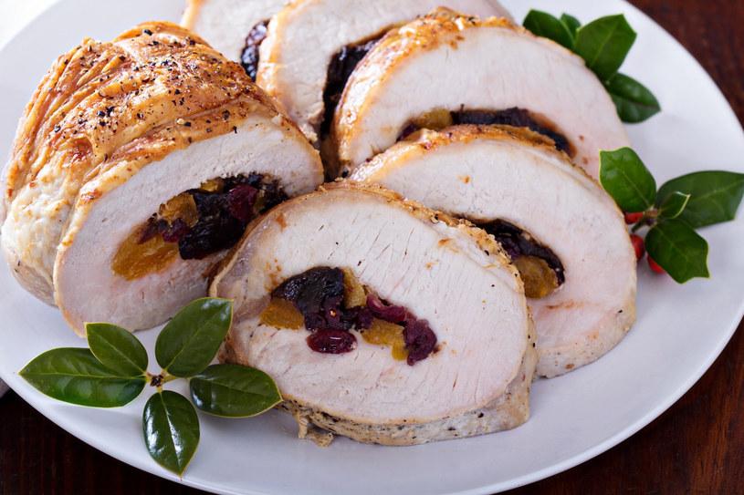 Marynowane śliwki doskonale komponują się ze smakiem mięs /123RF/PICSEL