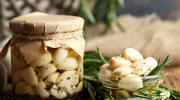 Marynowany czosnek z ziołami