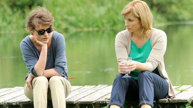 Marysia (Olga Frycz) zwierza się matce (Joanna Brodzik) /Agencja W. Impact