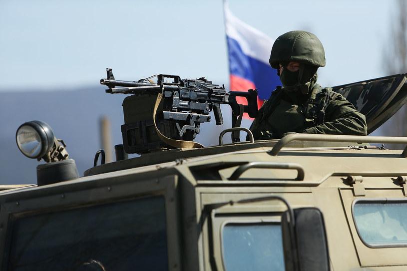 """Marzec 2014, okolice Symferopola. """"Zielone ludziki"""" pilnują porządku /Getty Images"""