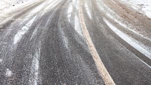 Marznące opady i niebezpiecznie na drogach. IMGW wydało ostrzeżenia