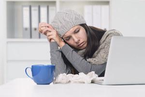 Marzniesz w pracy? PIP może ukarać pracodawcę, gdy w biurze jest za zimno