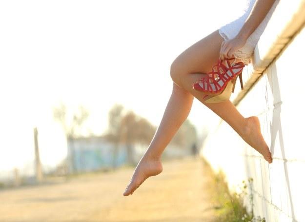 Marzysz o pięknych i gładkich nogach? Rozwiązaniem jest depilacja laserowa /123RF/PICSEL