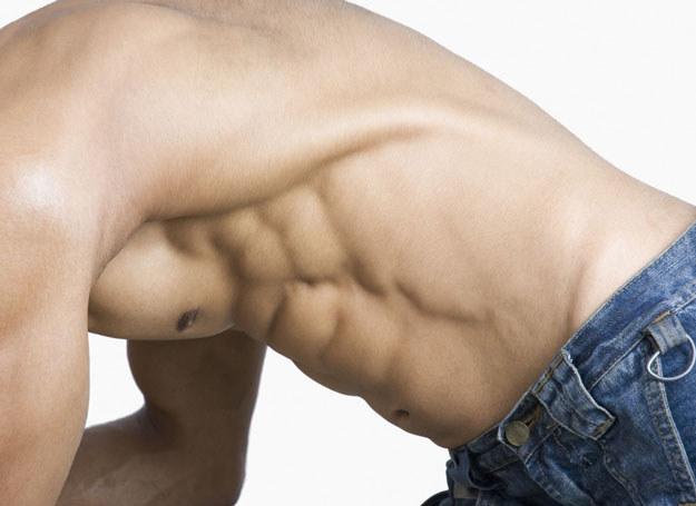 Marzysz o takich mięśniach? /123RF/PICSEL