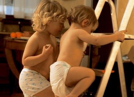Masa ciała bliźniąt w czasie urodzenia ma wpływ na wagę w dorosłym życiu. /ThetaXstock