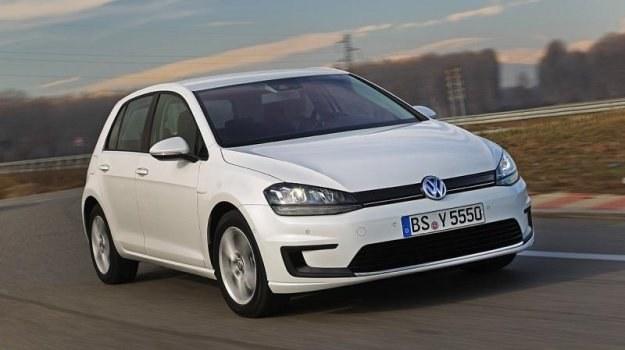 Masa e-Golfa wzrosła w porównaniu do odmiany benzynowej o 205 kg, głównie za sprawą baterii. /Volkswagen