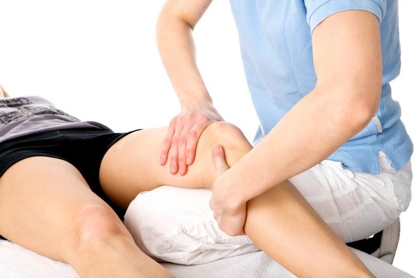 masaż kolan /© Photogenica