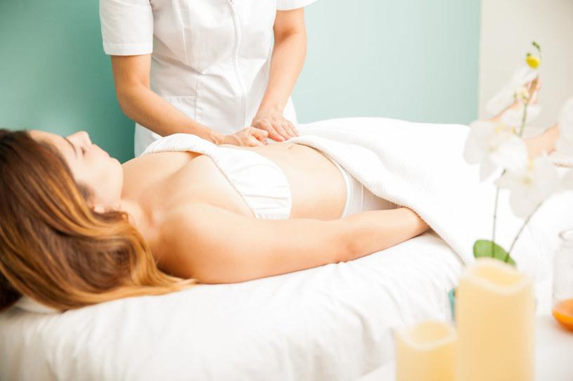 Masaż limfatyczny można wykonywać w celu wzmocnienia układu odpornościowego /123RF/PICSEL