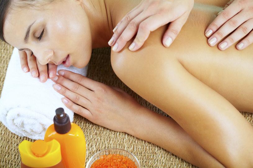 masaż na stres /© Photogenica