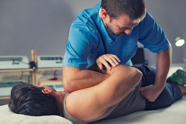 Masaż sportowy pozwala na efektywne treningi /123RF/PICSEL